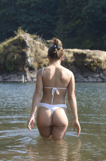 Thong bottom back of the Diamond swimwear by Brigitewear